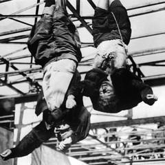 BENITO MUSSOLINI (Itália) - Morto em 28 de abril de 1945 – Mussolini e sua amante, Clara Petacci, foram capturados pela resistência italiana em 27 de abril de 1945, quando tentavam fugir para a Alemanha. Executados no dia seguinte, os corpos deles e de ou (Foto: AFP PHOTO)