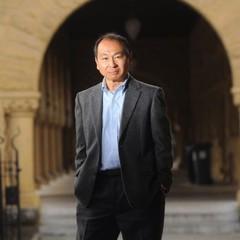 Fukuyama, no campus da Universidade de Stanford, na Califórnia, em 2011. Apesar do sucesso econômico da China, ele diz que o capitalismo de Estado é  uma armadilha  (Foto: Noah Berger/The New York Times)