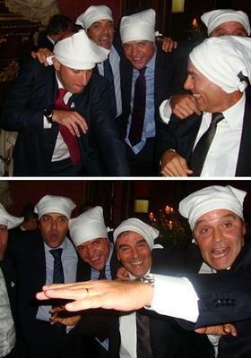Foto divulgada no Blog do Garotinho mostra Sérgio Côrtes, Fernando Cavendish e Wilson Carlos dançando na boquinha da garrafa em Paris (Foto: Blog do Garotinho)