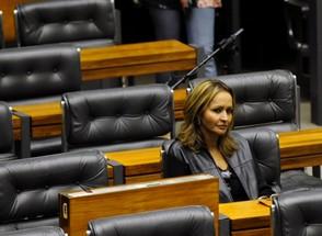 A deputada Jaqueline Roriz no plenário da Câmara (Foto: Fabio Rodrigues Pozzebom/ABr)