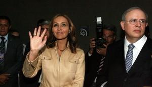 A deputada federal Jaqueline Roriz ao lado seu advogado José Eduardo Alckmin (Foto: Ailton de Freitas/Agência O Globo)