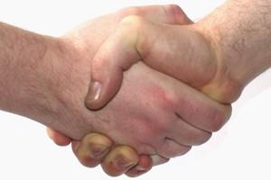 Pesquisadores defendem que um aperto de mão firme passa uma imagem melhor (Foto: Wikimedia Commons)