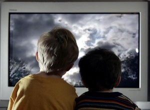 47% dos consumidores confiam em propagandas divulgadas em TV e revista