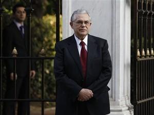 Lucas Papademos, novo primeiro-ministro da Grécia (Foto: Thanassis Stavrakis / AP)