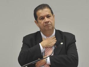 Carlos Lupi em depoimento na Comissão de Fiscalização e Controle da Câmara (Foto: Antonio Cruz/ABr)