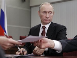 Vladimir Putin, que é candidato à presidência da Rússia em 2012, prefere não falar sobre denúncias de fraude (Foto: Ivan Sekretarev/AP)