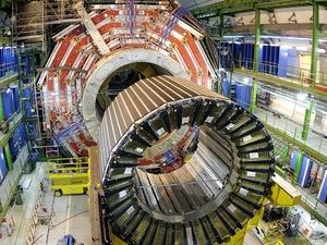 Imagem de 22 de março de 2007 mostra parte do grande colisor de hádrons (LHC na sigla em inglês), mantido na fronteira entre a Suíça e a França pela Organização Europeia para a Pesquisa Nuclear (Foto: Martial Trezzini / AP)