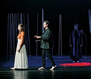 Uma flauta mágica de Peter Brook (Foto: Mary Altaffer/AP e P. Victor/divulgação)