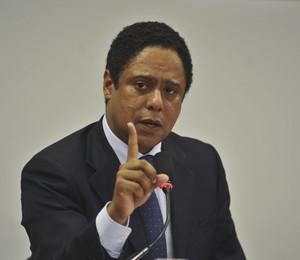 O ministro do Esporte, Orlando Silva, presta esclarecimentos na Câmara dos Deputados sobre denúncias de irregularidades no ministério (Foto: Valter Campanato/ABr)