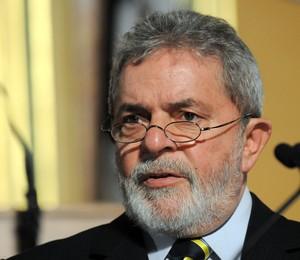 O ex-presidente Luiz Inácio Lula da Silva, em foto da semana passada. Neste sábado, Lula foi diagnosticado com um tumor na laringe (Foto: Steve Pope/AP)