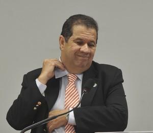 Em audiência na Comissão de Fiscalização e Controle da Câmara, o ministro do Trabalho e Emprego, Carlos Lupi, diz que quer resolver pendências sobre as prestações de contas da pasta. (Foto: Antonio Cruz/ABr)