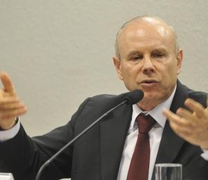 Ministro da Fazenda, Guido Mantega, participa de sessão da Comissão de Assuntos Econômicos do Senado para falar sobre a situação econômica brasileira (Foto: Antonio Cruz/Agência Brasil)