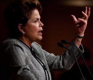 A presidente Dilma Rousseff volta a pressionar queda nos juros (Foto: EFE)