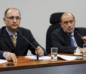Relator da comissão, Luiz Carlos Gonçalves (à esquerda) e o ministro do STJ Gilson Dipp (à direita), defendem mudança na lei  (Foto: Jonas Pereira/Agência Senado)