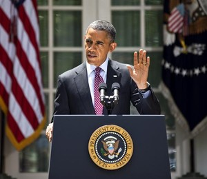 Obama durante discurso no jardim da Casa Branca (Foto: Agência EFE)