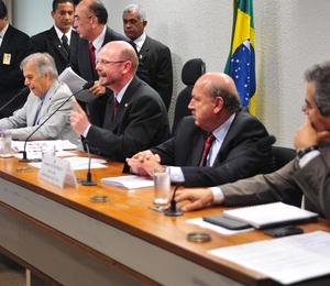 Reunião Ordinária da comissão que analisa a MP do Código Florestal (Foto: Leonardo Prado/Agência Câmara)