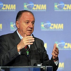 O presidente da Confederação Nacional dos Municípios (CNM), Paulo Ziulkoski (Foto: Antonio Cruz/Abr)