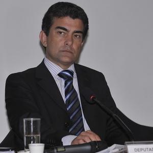 O deputado Marçal Filho, autor do projeto que multa empresas que discriminarem mulheres na questão salarial (Foto: Renato Araújo/ABr)