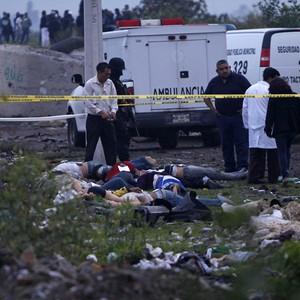 Corpos despejados no México (Foto: Moises Castillo/AP)