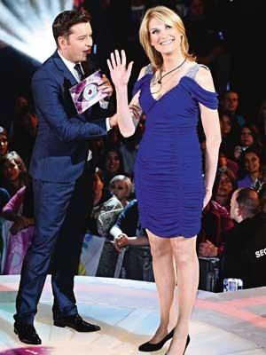 EXPOSIÇÂO  Sally durante a estreia do Big Brother, em Londres. Ela gosta de holofotes (Foto: Newscom)