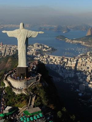 O monumento do Cristo Redentor visto de costas (Foto: Michael Regan/Getty Images)