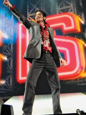 PACIENTE Michael Jackson dança em seu último ensaio, em 2009. O cantor estava viciado em sedativos  (Foto: Kevin Mazur/Getty Images)