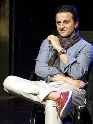"""Claudio Govea, diretor de núcleo da Editora Trip, que ficou dois meses em cartaz com a peça """"Fuck You Babe"""" (Foto: Edson Kumasaka)"""