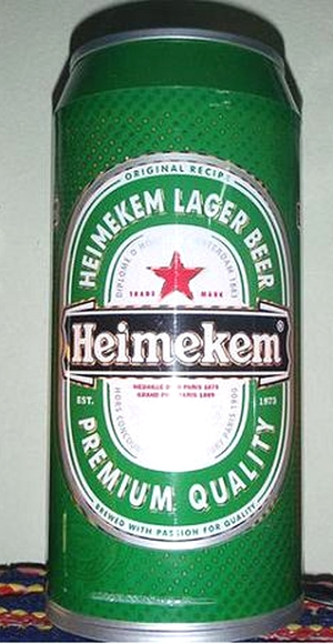 Perceba a diferen&#231;a: Heimeken, a c&#243;pia chinesa da cerveja holandesa (Foto: Reprodu&#231;&#227;o internet)
