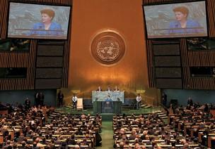 AMBIÇÃO  A presidente Dilma discursa na ONU. Ela pediu que o mundo combata o protecionismo e controle a guerra cambial  (Foto: Roberto Stuckert Filho/PR)