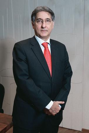 SOB PRESSÃO O ministro Fernando Pimentel em Brasília, na semana passada (Foto: Igo Estrela/ÉPOCA)