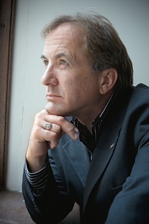 O C&#201;TICO Michael Shermer  em foto de 2008.  Ele devotou sua carreira  a desmascarar cultos, pseudoci&#234;ncias  e crendices  (Foto: Byrd Williams)