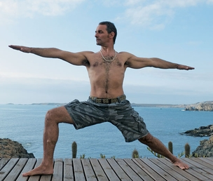 RIGIDEZ O iogue uruguaio Pedro Kupfer.  O perfeccionismo de um guru indiano deixou uma lesão na coluna de Kupfer que restringe seus movimentos (Foto: Angela Nardi Sundari )