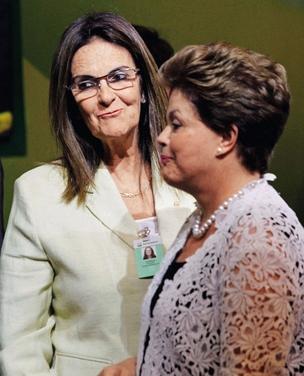 """A HERDEIRA Maria das Graças Foster em sua posse, com Dilma Rousseff. Na ocasião, ela foi chamada de """"Graciosa"""" pela presidente (Foto: Marcelo Carnaval/Ag. O Globo)"""