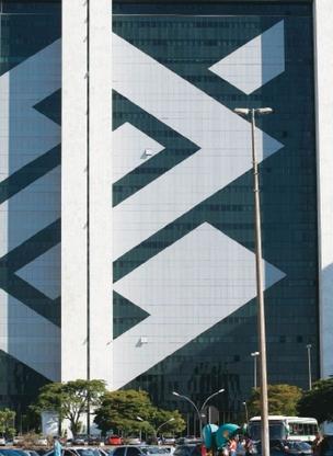 Sede do BB, em Brasília:  a disputa opõe o presidente do banco, Aldemir Bendine, e Ricardo Flores, da Previ (Foto: Folhapress)