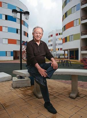 """Em Heliópolis, em meio aos prédios redondos e coloridos, sem """"frente"""" nem """"fundos"""" (Foto: Arthur Nobre)"""