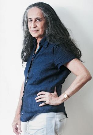 """TOM INTIMISTA A cantora Maria Bethânia. """"Em meu novo CD, quis recriar uma sensação de deserto, de aridez, de sertão. Por isso, chamei poucos músicos"""" (Foto: Daryan Dornelles/ÉPOCA)"""
