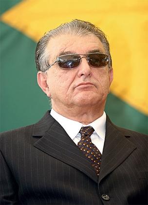 EM FAMÍLIA Arialdo de Mello Pinho, secretário da Casa Civil do Ceará. Seu genro é dono da empresa contratada sem licitação para gerenciar o crédito dos funcionários (Foto: Natinho Rodrigues/O Povo)