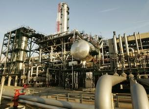 Refinaria de petróleo da Total , em Antuérpia (Foto: Getty Images)