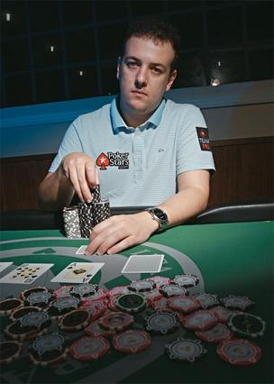 ALEXANDRE GOMES É profissional de pôquer. Foi o primeiro brasileiro a ganhar uma etapa do World Series of Poker, o mais famoso campeonato do mundo (Foto: Marcelo Rudini/Ed. Globo)