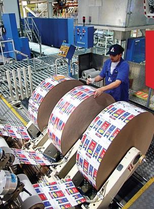 Fabricação de embalagens na Tetra Pak. Um time com olhar de fora reduziu o tempo de entrega em 75% (Foto: Action Press)