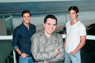 MÃO FIRME Klebber, Felipe (ao centro)  e Jonatas. O agente opina sobre o que os atores vestem, falam e fazem  (Foto: Vera Donato/ÉPOCA)