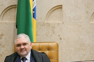 """A POLÍTICA O procurador-geral  da República, Roberto Gurgel. Ele atribuiu  as críticas a sua conduta a """"pessoas com medo  do julgamento  do mensalão""""  (Foto: Renato Weil/EM/D.A Press)"""
