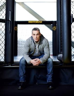Drever, em sua academia particular, no andar de cima de sua loja (Foto: Victor Affaro)