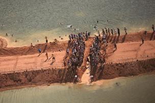 Ativistas argumentam que construção de Belo Monte levará à tragédia ambiental  (Foto: Agência EFE)