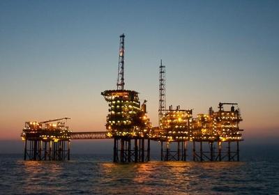 Plataforma de petróleo: perfuração da Repsol Sinopec encontrou petróleo na Bacia de Campos (Foto: Getty Images)