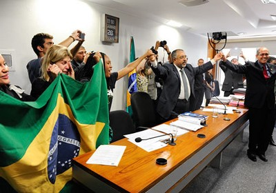 Entidades de defesa da escola pública comemoraram decisão da comissão do Senado (Foto: Marcos Oliveira/Agência Senado)