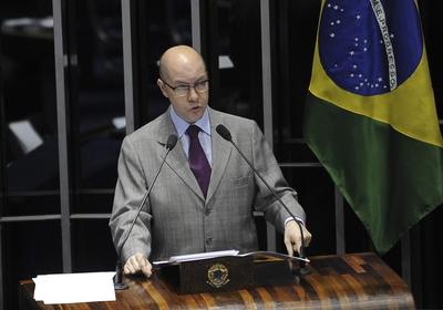 Demóstenes Torres discursa no Senado (Foto: Fábio Rodrigues Pozzebom/ABr)