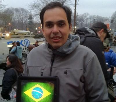 Breno Masi: mais uma fila para comprar o novo iPad (Foto: Breno Masi/Instagram)
