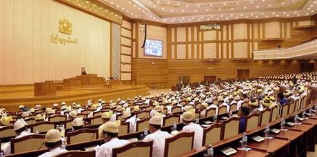 Sessão do parlamento de Mianmar (Foto: Khin Maung Win/AP)