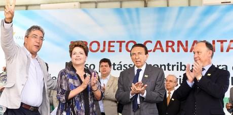 Dilma Rousseff durante a cerimônia de assinatura de contrato entre a Petrobras e a Vale (Foto: Roberto Stuckert Filho/Presidência da República)
